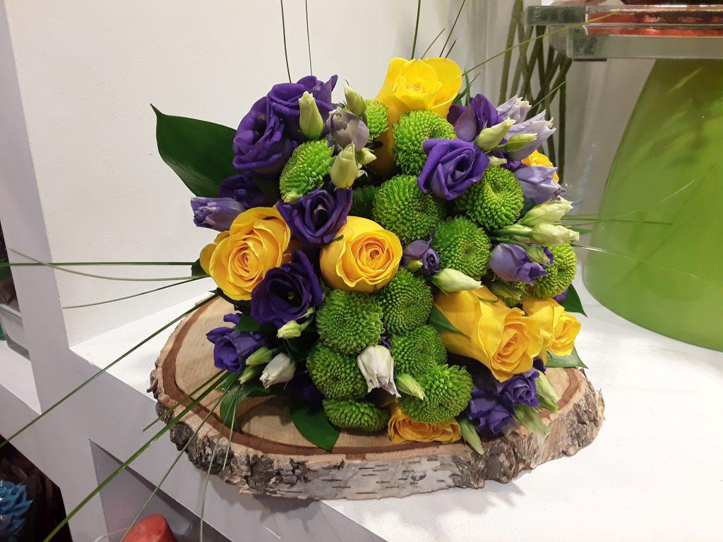 Ramo novia rosas amarillas,lisianthus morado y margarita verde