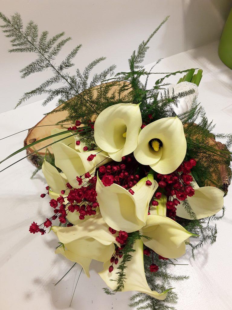 Ramo novia calas color crema y flores silvestres