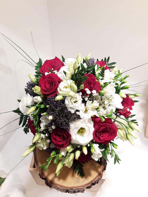 Ramo novia rosas rojas ,frasias, lisianthusy trachelium