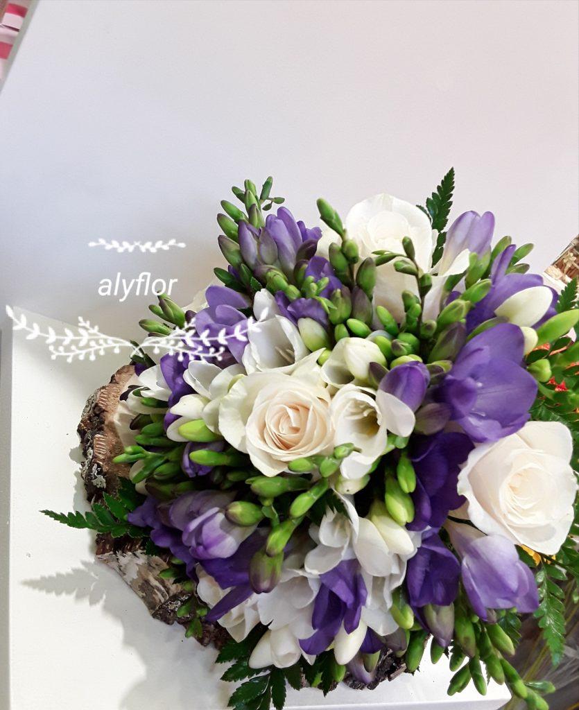 Ramo novia rosas blancas y fresia morada y blanca