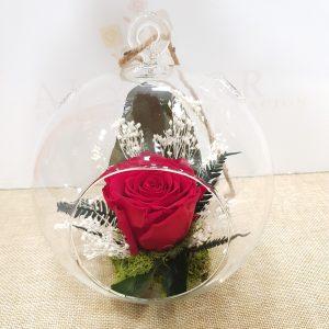 Pecera con rosa eterna