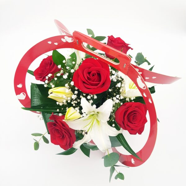 rosas y lilium oriental