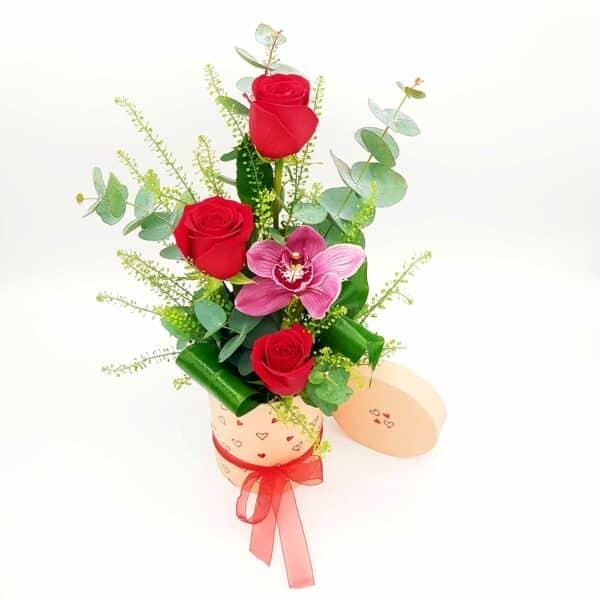 rosas y orquidea en caja